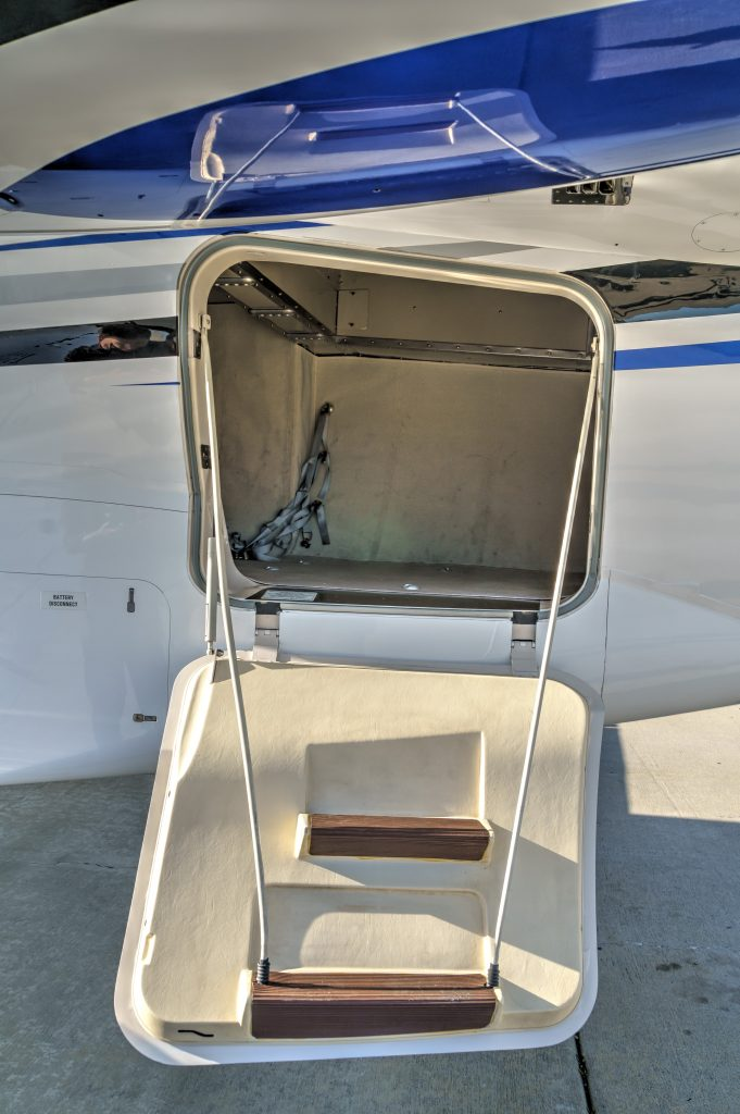 Private Jet Charter N1985H Indoor