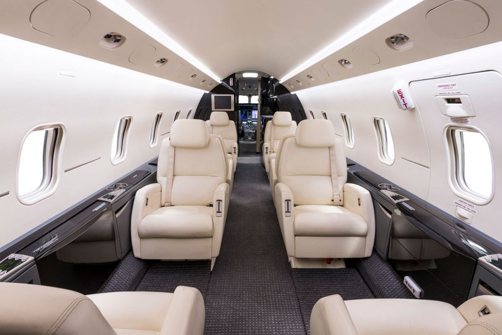 CL300 Latitude 33 Aviation