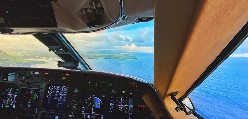 Top 5 Tips for Private Jet Travel this Summer with Latitude 33 Aviation - Cockpit View of Hawaii